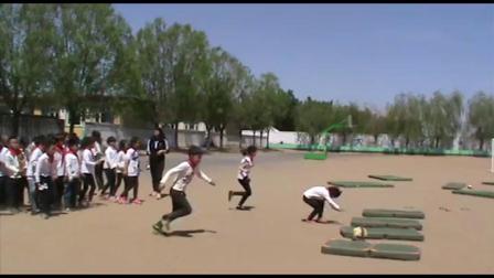 《前滚翻》科学版三年级体育,蔡宇倩