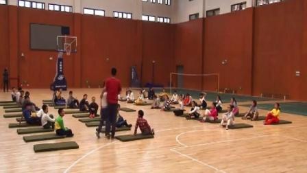 人教版体育五年级《肩肘倒立》课堂教学视频实录-朱琪华