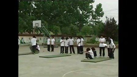 初中八年级体育《远撑前滚翻》教学视频,体育名师工作室教学视频
