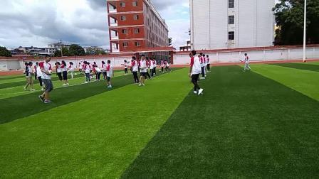 《足球-脚内侧踢球》人教版初一体育与健康,瑞金市县级优课
