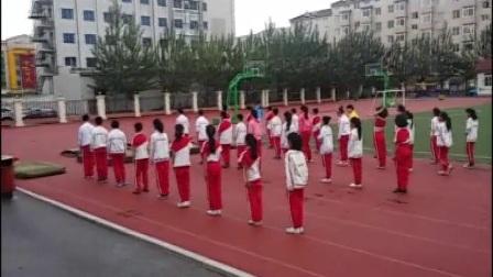 《蹲踞式跳远》优质课(科学版六年级体育,营口市县级优课)