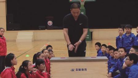 小学体育五年级《跳上成支撑接前滚翻挺身跳起》课堂教学视频实录-郑仁龙