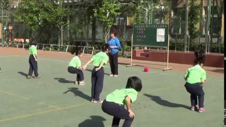 《双脚练习跳上、调下20-30厘米高的物体》二年级体育,彭静
