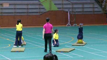 人教版体育五年级《肩肘倒立》课堂教学视频实录-童海琼