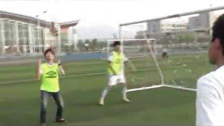 高一体育微课视频《足球正面头顶球》