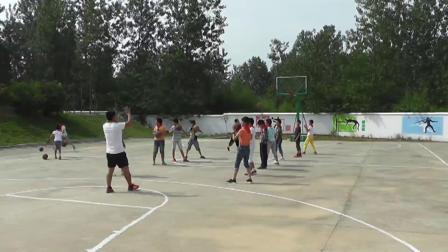 《篮球原地双手胸前传接球》优质课(科学版六年级体育,张录)