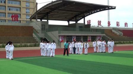《足球运球绕杆》人教版初一体育与健康,王光周