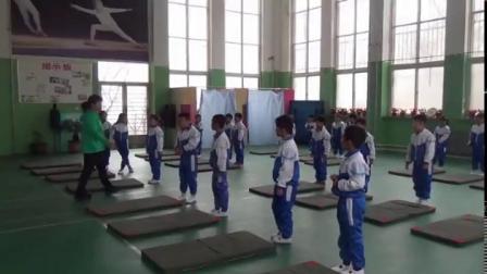 《仰卧推起成桥》一年级体育,刘春梅