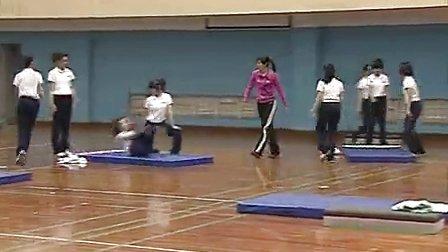 八年级体育教学视频《垫上运动》体育名师工作室教学视频