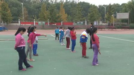 《下压式交接棒》四年级体育,北京市县级优课