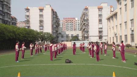 人教版体育五年级第三单元《排球正面下手发球》课堂教学视频实录-董琳玉