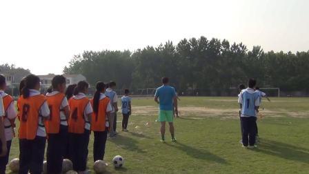 《足球脚内侧运球》人教版初一体育与健康
