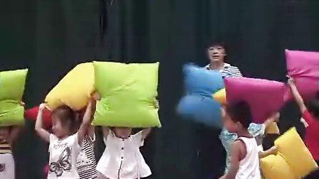 小班运动《玩布垫》周红01_上海名师幼儿园主题教学课例